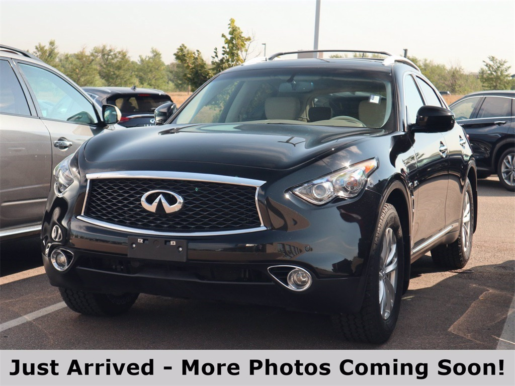Pre-Owned 2017 INFINITI QX70 Base